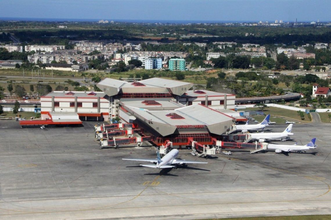 More US restrictions  on air travel to Cuba