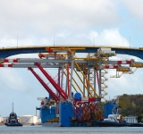 Gantry crane on ship collides with Juliana Bridge