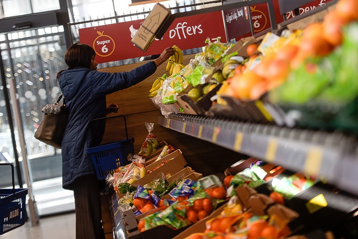 Apps, blockchain help supermarkets lure climate-conscious consumers