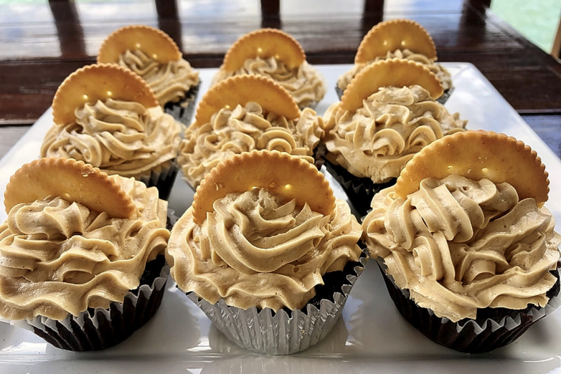 Sugar and Spice: Chocolate Peanut Butter Ritz Cupcakes