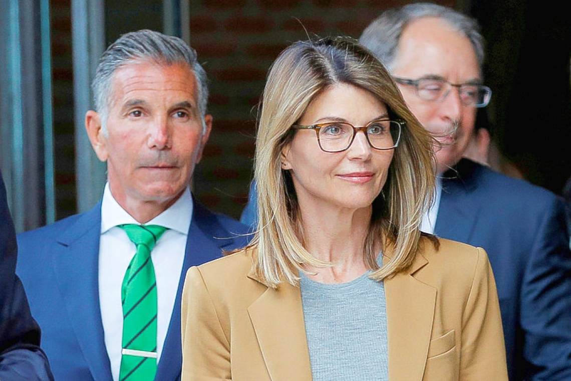 Lori Loughlin, husband to plead guilty to college admissions scam