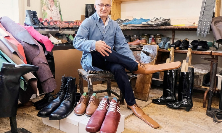 Romanian cobbler keeps people apart with size 75