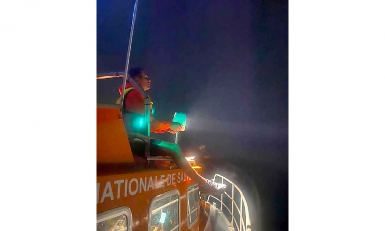 SNSM joint rescue mission saves  three swimmers after vessel sinks