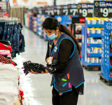 Walmart sweetens pay for most U.S. hourly workers on the coasts